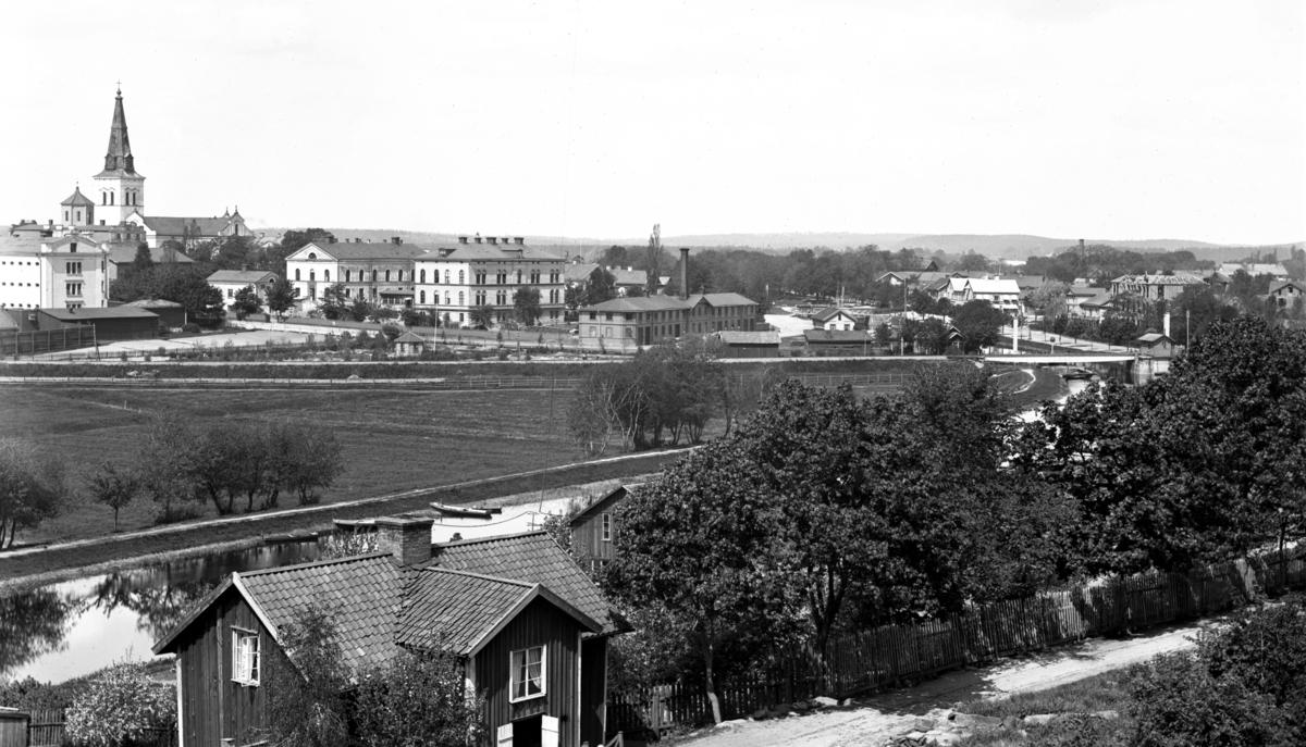 Vy från Herrhagen över dåvarande lasarettet år 1895.