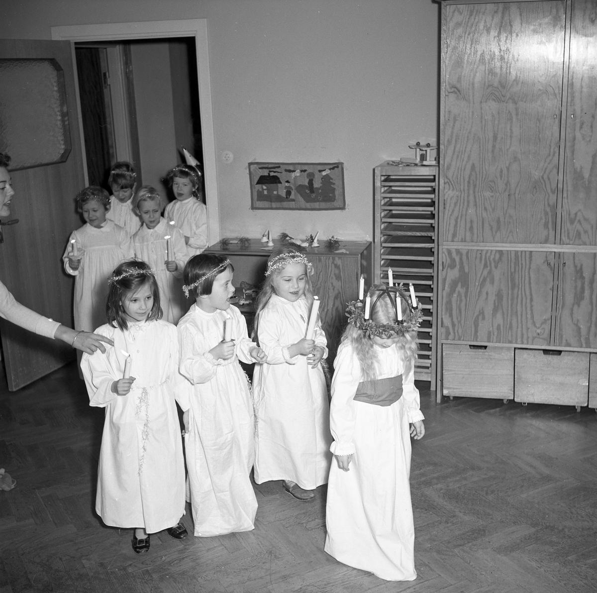 Barnträdgården i Arvika firar Lucia den 13 december 1957.