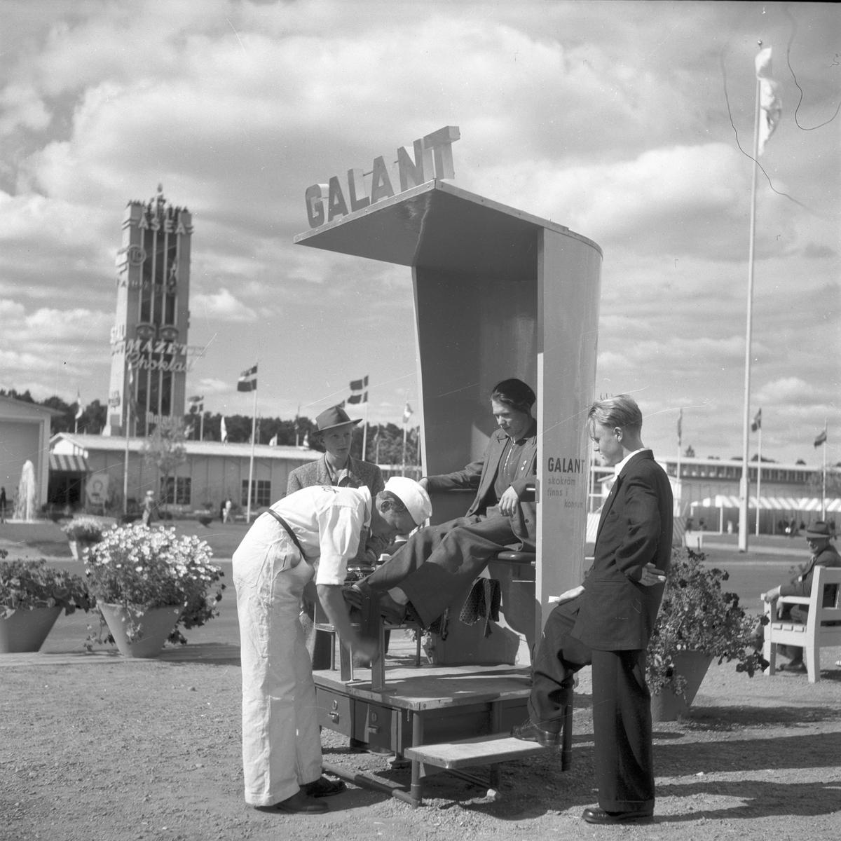 Gävleutställningen 1946 arrangerades 21 juni - 4 augusti. En utställning med anledning av Gävle stads 500-årsjubileum. På 350.000 kv.m. visade 530 utställare sina produkter. Utställningen besöktes av ca 760.000 personer.  Skoputsning