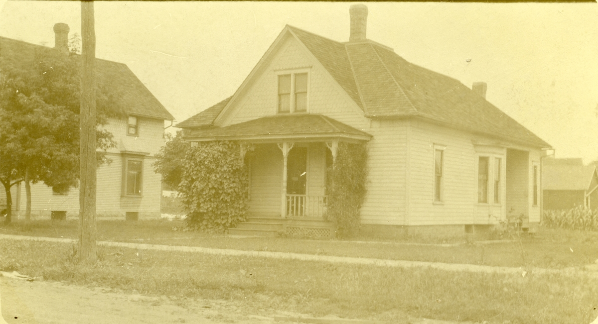 Postkort med bilde av huset til Henry Piltingsrud, i Amerika.