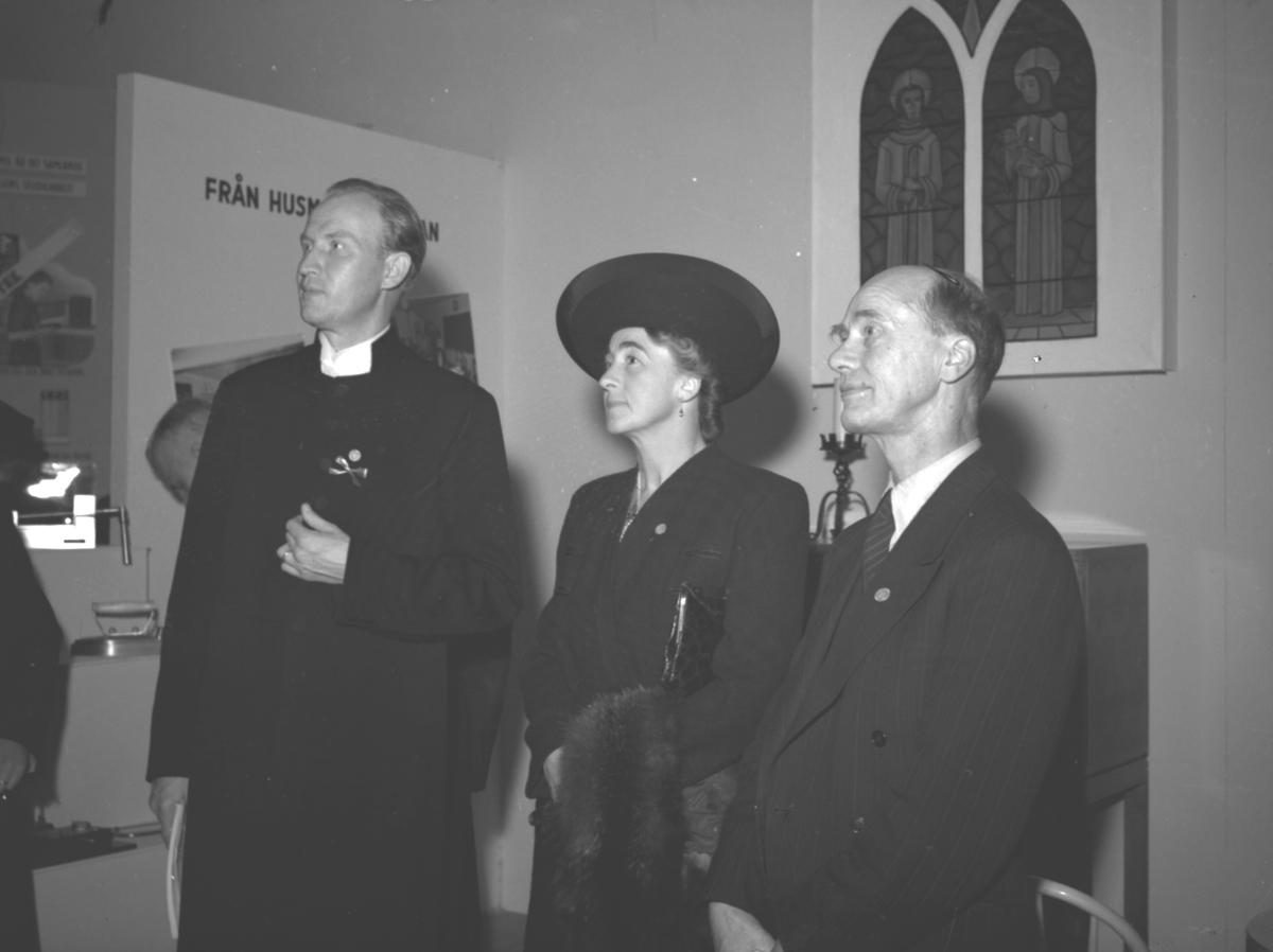 """Ungdomsutställningen """"Ungdomen Vill och Kan"""". Oktober 1941."""