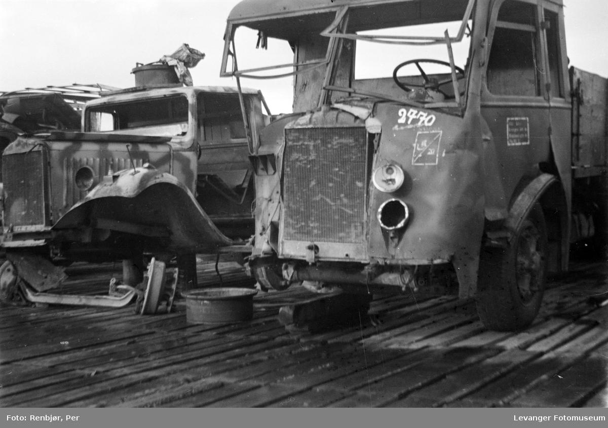 Oppsamling av biler, ødelagte lastebiler.