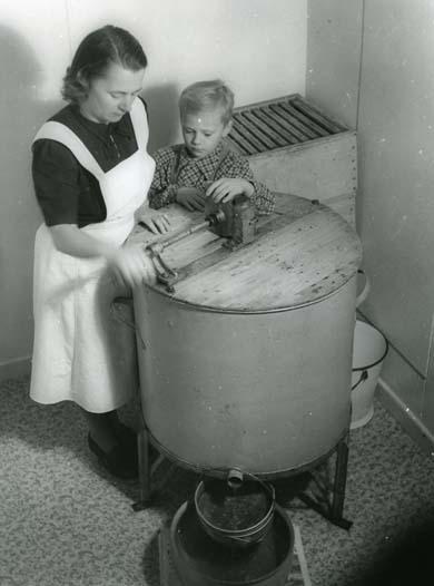 Adéle o son slungar honung, november 1951.