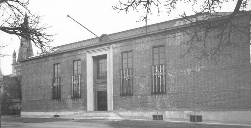 Hovedbygning Bispegata, fasade, 1930 (Foto/Photo)
