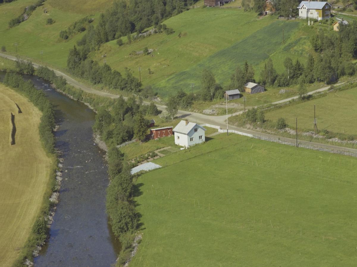 Hardstad, bolighus, Aurtun bak, elv, Benna, Gausdal