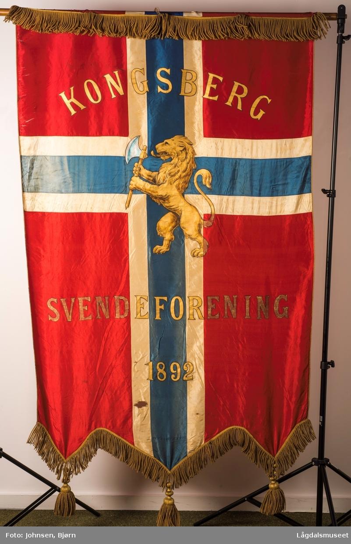 Norsk flagg med løve