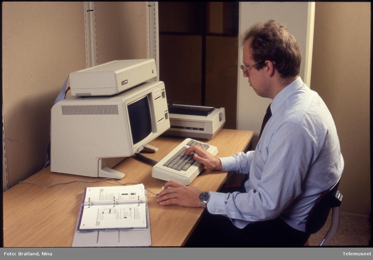 Datamaskin kontormiljø Norsk Data