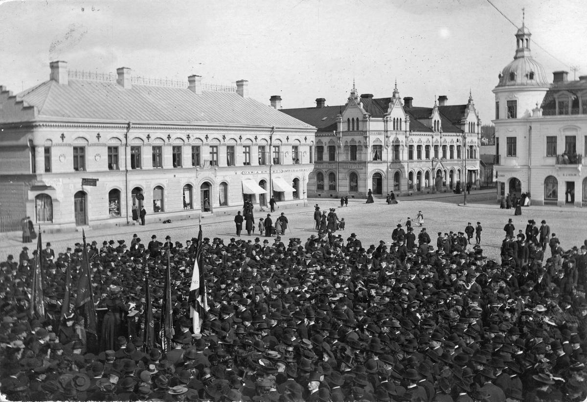 Kata Dahlström agiterar på St. Torget. Sekelskifte 18-1900.
