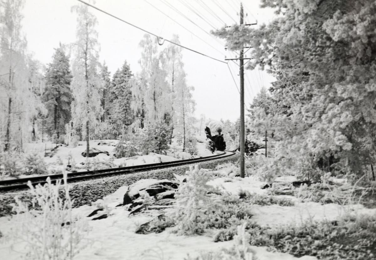 Damplokomotiv type 26c 433 med godstog på Solørbanen.
