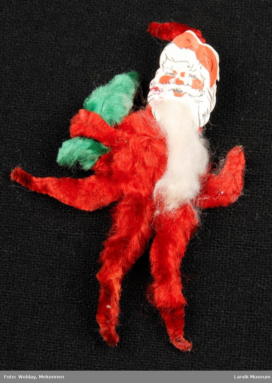 Form: figur som nisse, holder juletre, hvitt skjegg