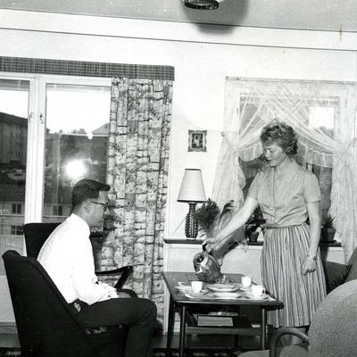 Familien Hannevik i stua i Havreveien 49 på Manglerud, 1964. (Foto/Photo)