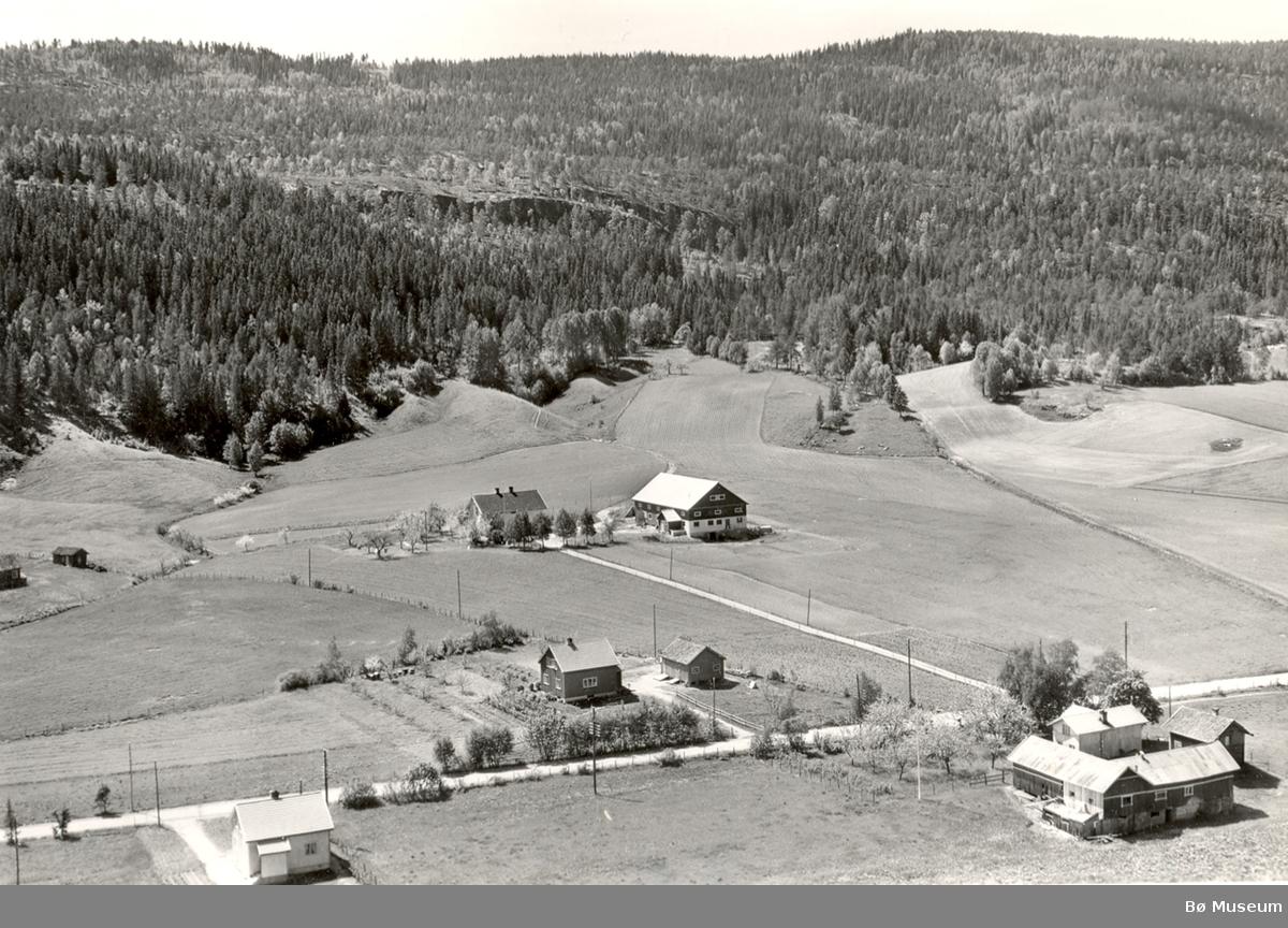 Flyfoto av Lovald i Bø.