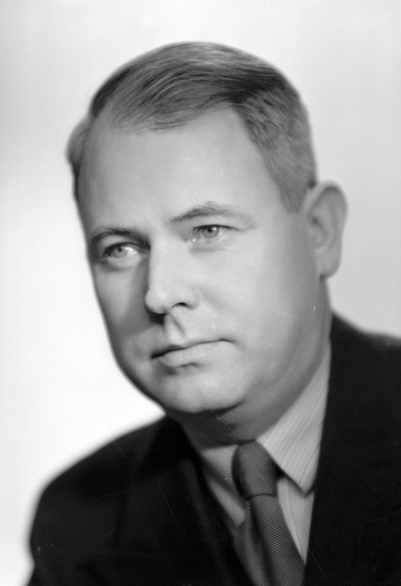 Herr Nils Ljung, Strömsborgsvägen 10, Gävle. 1 oktober 1945.