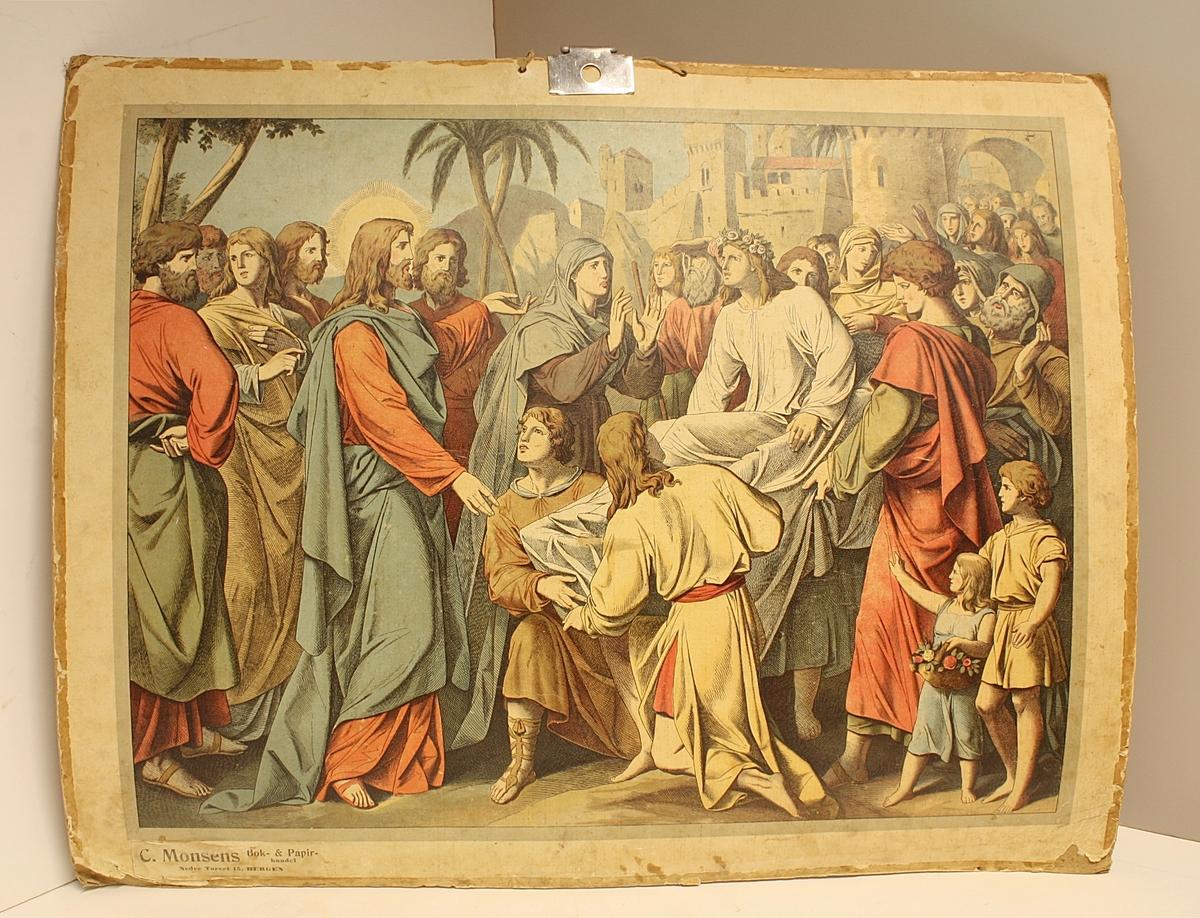 Rektangulær plakat. Folkemengde. En av dem er Jesus. Bygninger og palmer i bakgrunnen. Nyere metallkrok til oppheng. Noen blekkflekker.