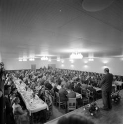 Invigningsfest i Folkets hus i Matfors med långbord, tal och