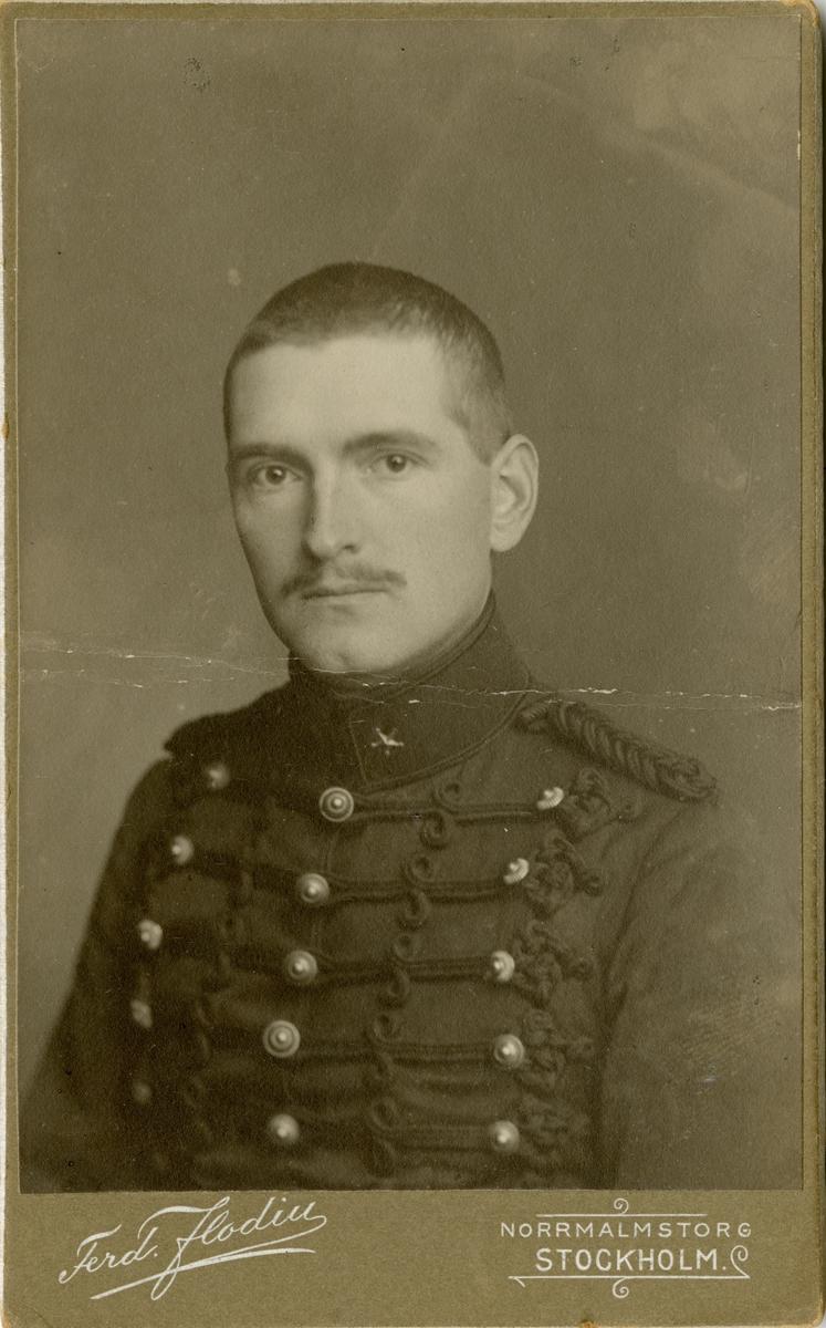 Porträtt av Carl Gustaf Wibeck, löjtnant vid Smålands artilleriregemente A 6.