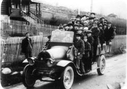 Lom og Skjåk framhaldsskule 1925-26  Elevane på utflukt med