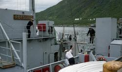 """Marinebåten """"Rotsund"""" losser krigsmateriell på Fagerneskaia"""
