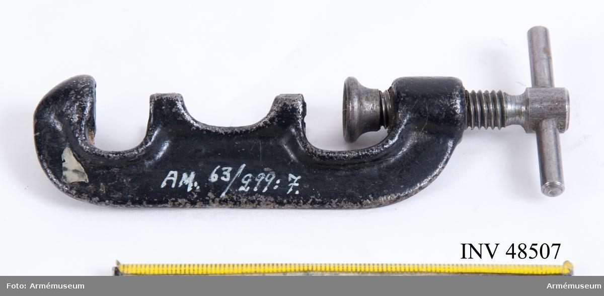 Grupp E VIII.  Ansättare till kula till gevär/revolver, 1860-1900. Tillhör verktyg för kulstöpning och omladdning.