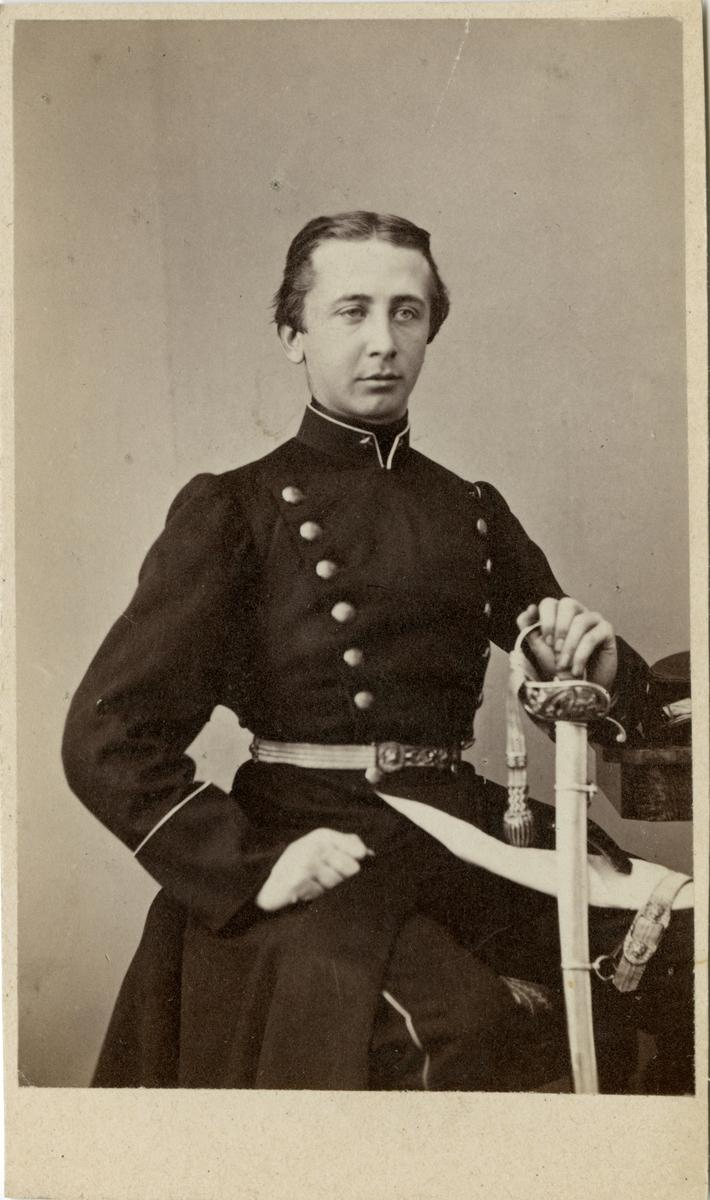 Porträtt av underlöjtnant Georg Elieser Holmin.  Se även bild AMA.0007595, AMA.0009535 och AMA.0021886.