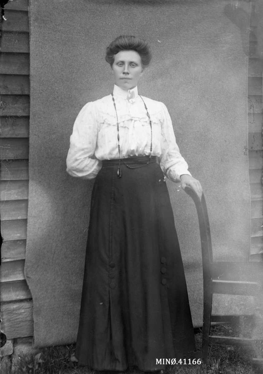 Portrett av kvinne. Anna Rusten.