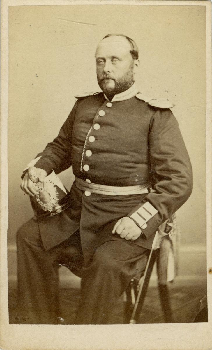Porträtt av Ernst Fredrik Edholm, officer vid Andra livgrenadjärregementet I 4.  Se även bild AMA.0007186 och AMA.0007205.
