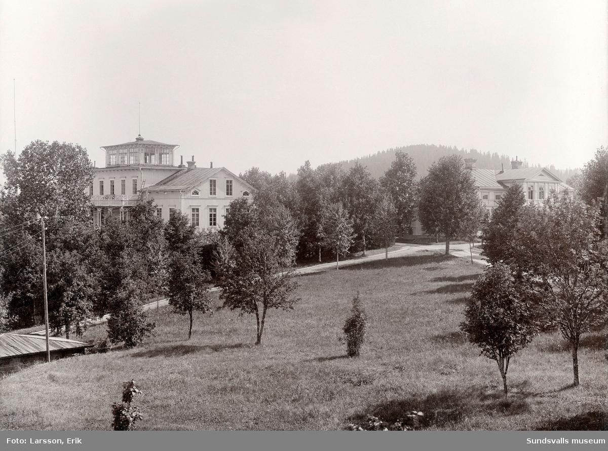 Herrgården och kontorsbyggnaden vid Sunds sågverk. Herrgården brann ner den 2 maj 1931.