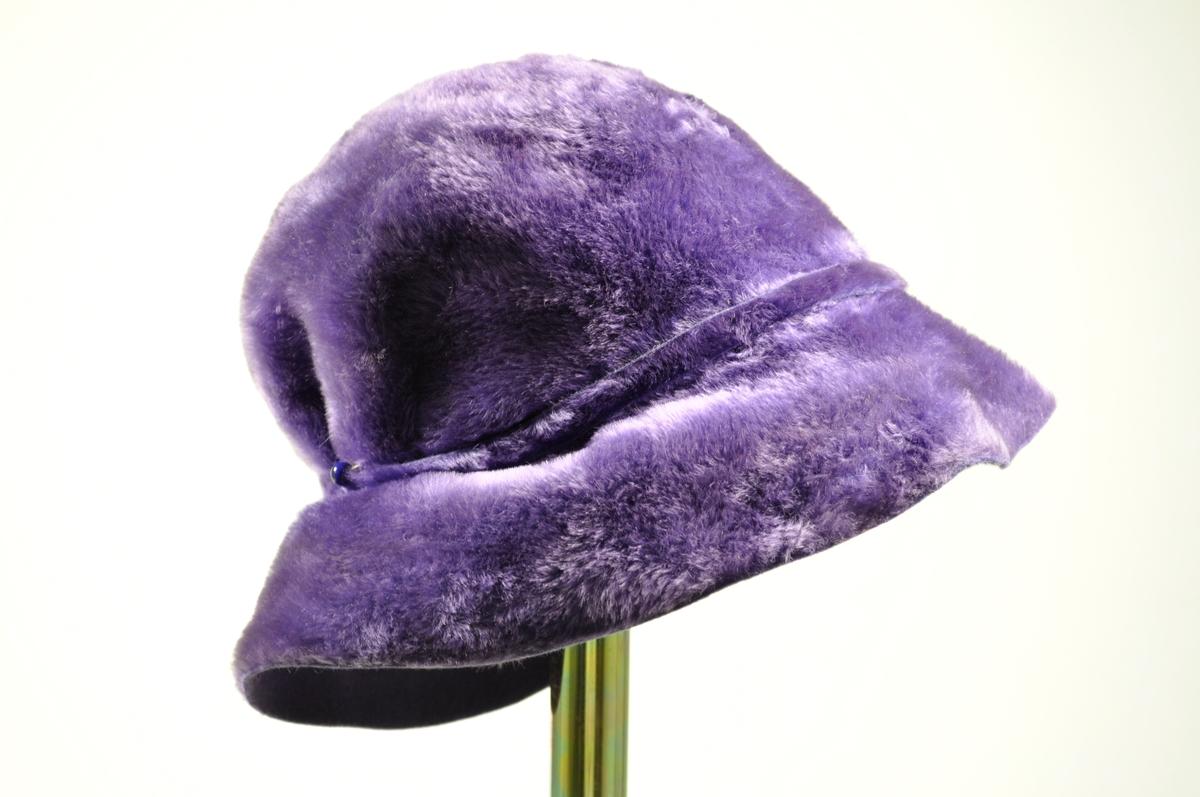 To vesker og to hatter var registrert sammen. Hattene og veskene er hjemmesydde.
