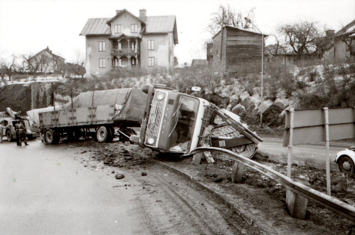 Orig. text: TrafikBilolycka på Norrköpingsvägen vidTullrondellen.