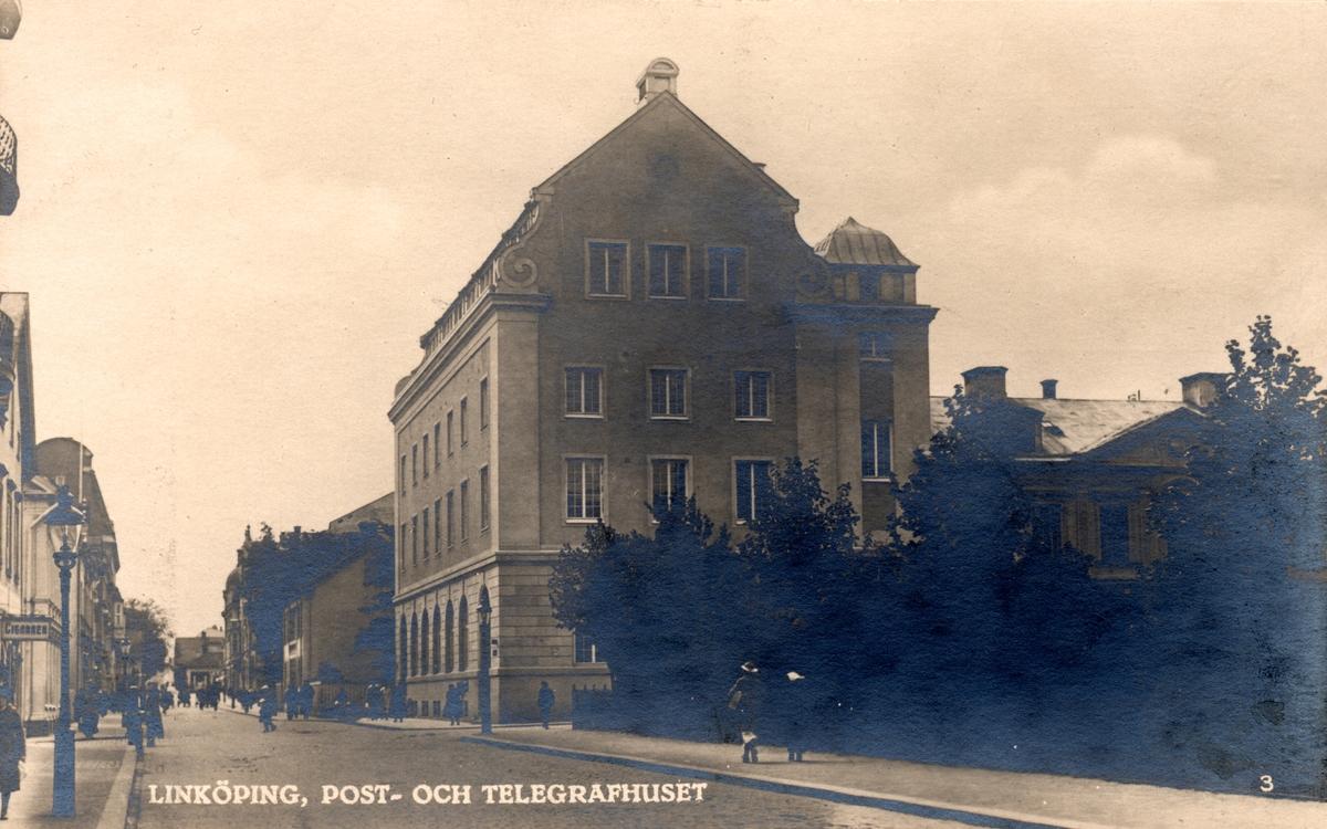 Orig. text: Linköping, Post- och Telegrafhuset.Post- och Telegrafhuset vid korsningen med S:t Larsgatan/Kungsgatan. Byggnaden stod klar 1919.