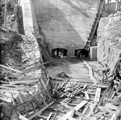 Anleggsarbeid på demningen ved Storvann syd.