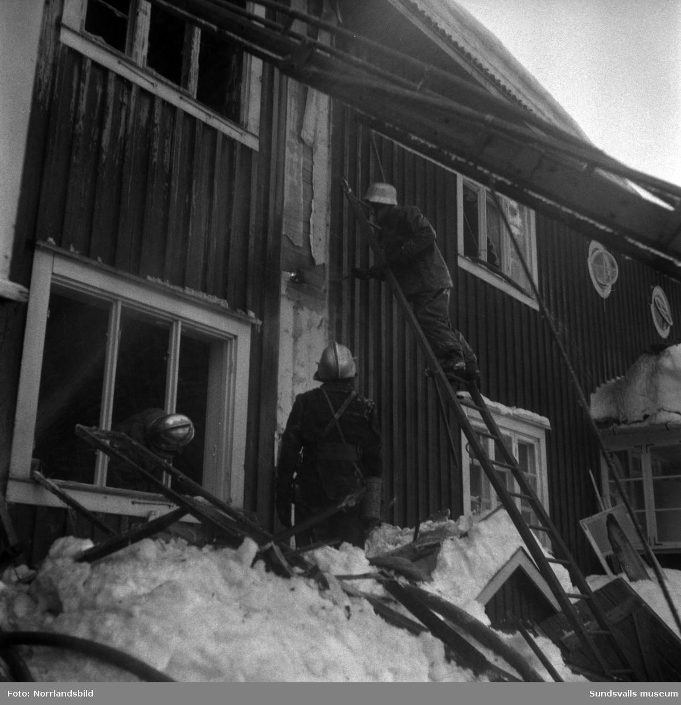 Eldsvåda i en av arbetarlängorna invid Bruket i Matfors.