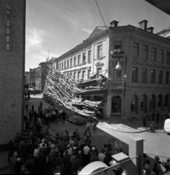 En byggnadsställning har rasat på Enskilda Bankens fasad mot