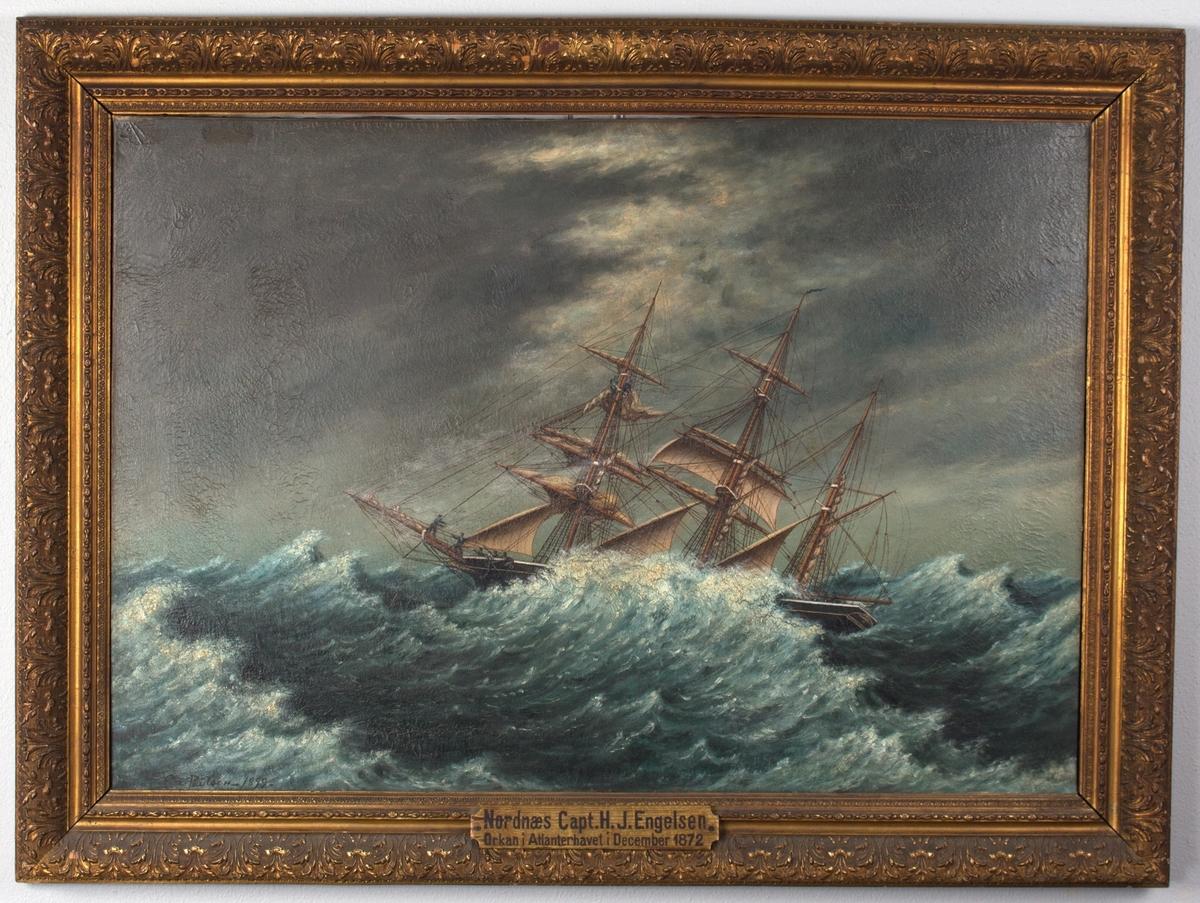 Barken NORDNÆS forliser i Atlanterhavet. Mannskap i baug og i framre mast arbeider med seilene.