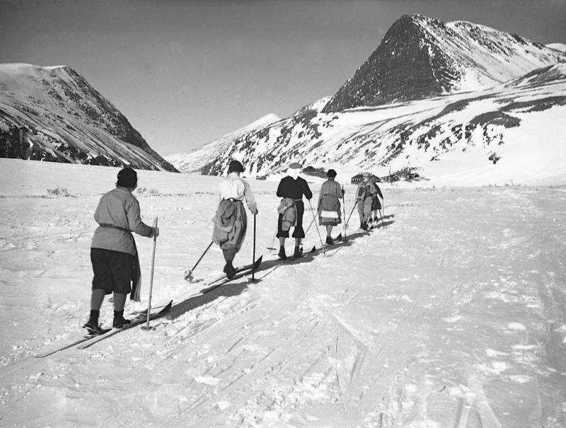 Skiløpere i påskefjellet på vei mot Rondvassbu