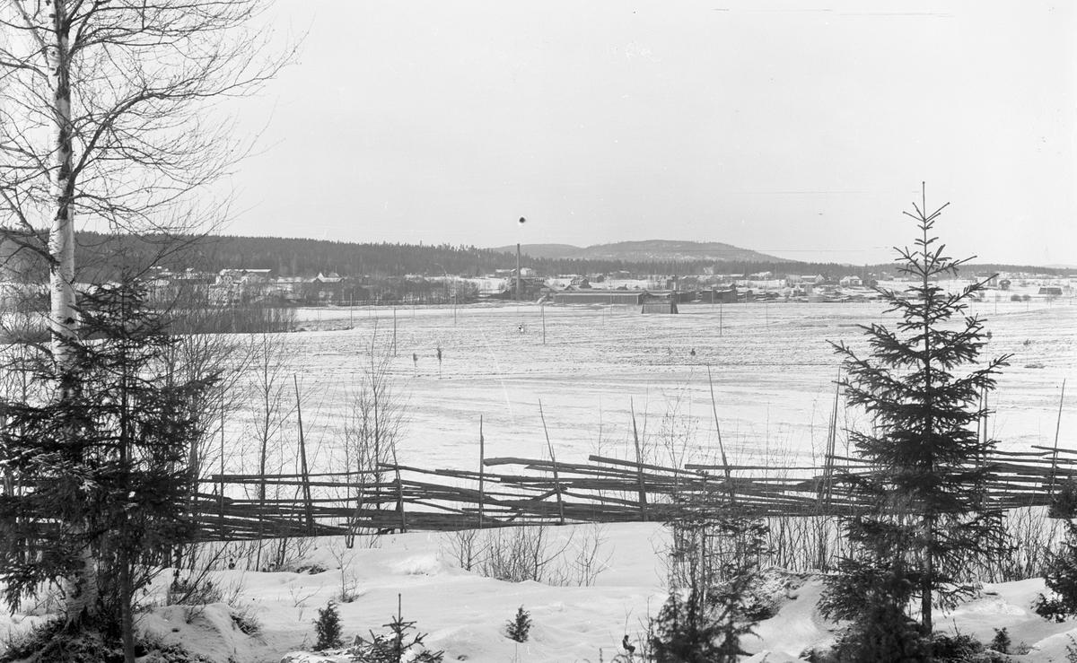 Wästra Hästbo. Till vänster Tegelbruket och sågen i mitten.