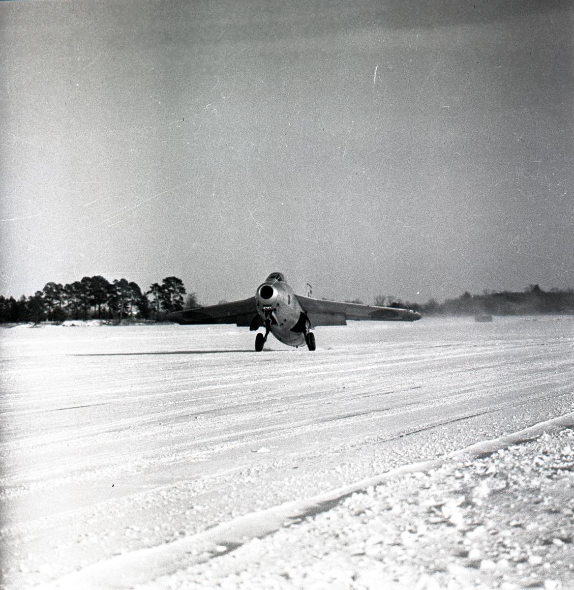 Övning med J29 Tunnan på Malmen.