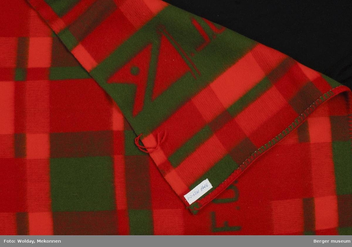 Fred Olsen Line Logo Flagg F.O.L. Produsert som ferdig pledd (feilpledd), men det er klippet et hjørne av pleddet. Dekkspledd til englandsbåtene.