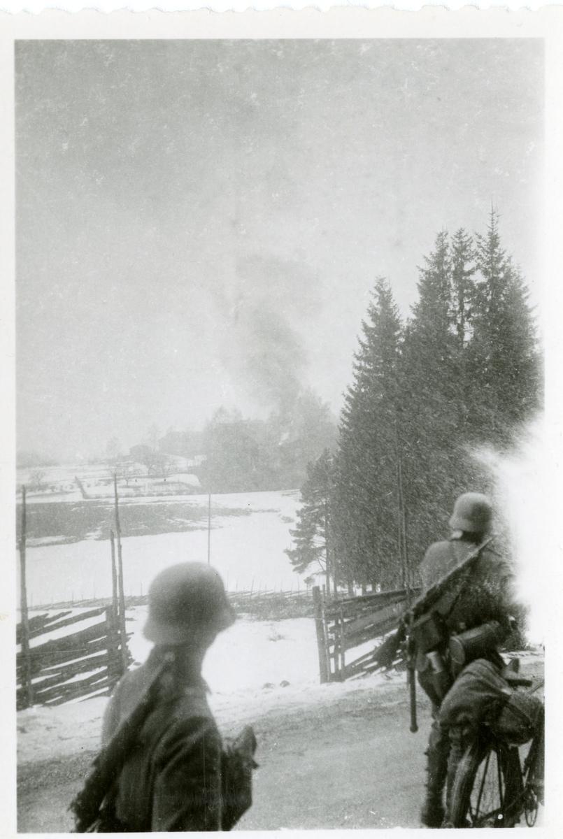 Tyske soldater i kamp på Ringerike 1940. Biletet vart funne etter ein såra tysk soldat.
