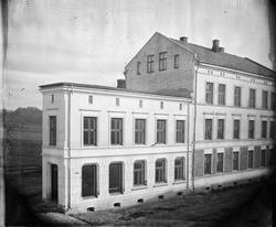 Schous plass 24 og Thorvald Meyers gate 66.