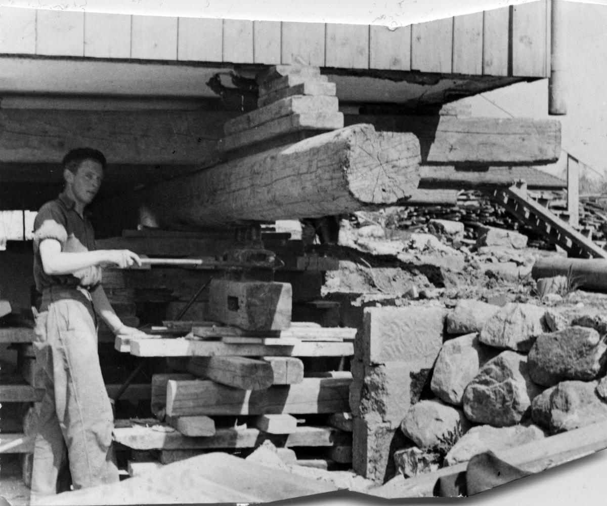 2 villor flyttas på Nyckelberget, 1947