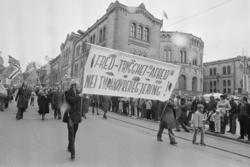 1. mai 1981 i Oslo.Samorg-toget.Parole: Fred - Trygghet - Ar
