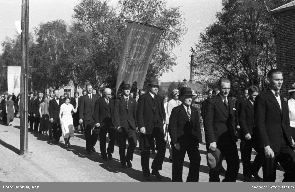 Borgertog på veg til torget under Levangerdagene i 1936.