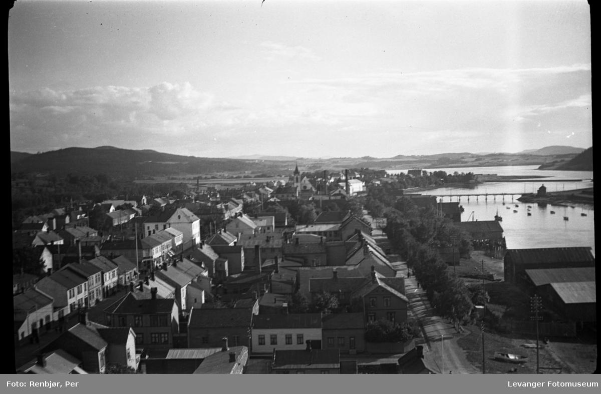 Utsikt fra toppen av pipa på Verdalsbruket. mot Levangeer og Levangersundet.
