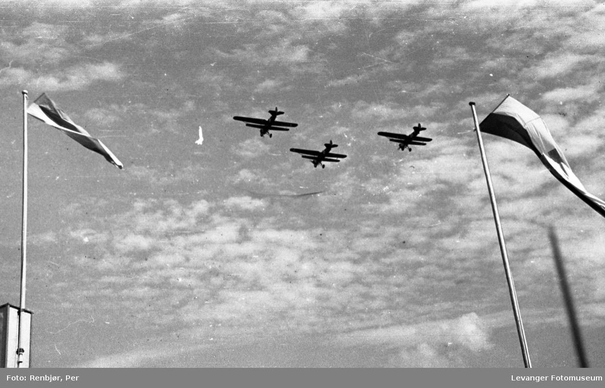 Byjubileet i 1936, sommerutstillingen fra åpningen, flyoppvisning med Fokker D7.