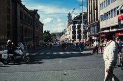 Karl Johans gate fra Egertorget mot Slottet.
