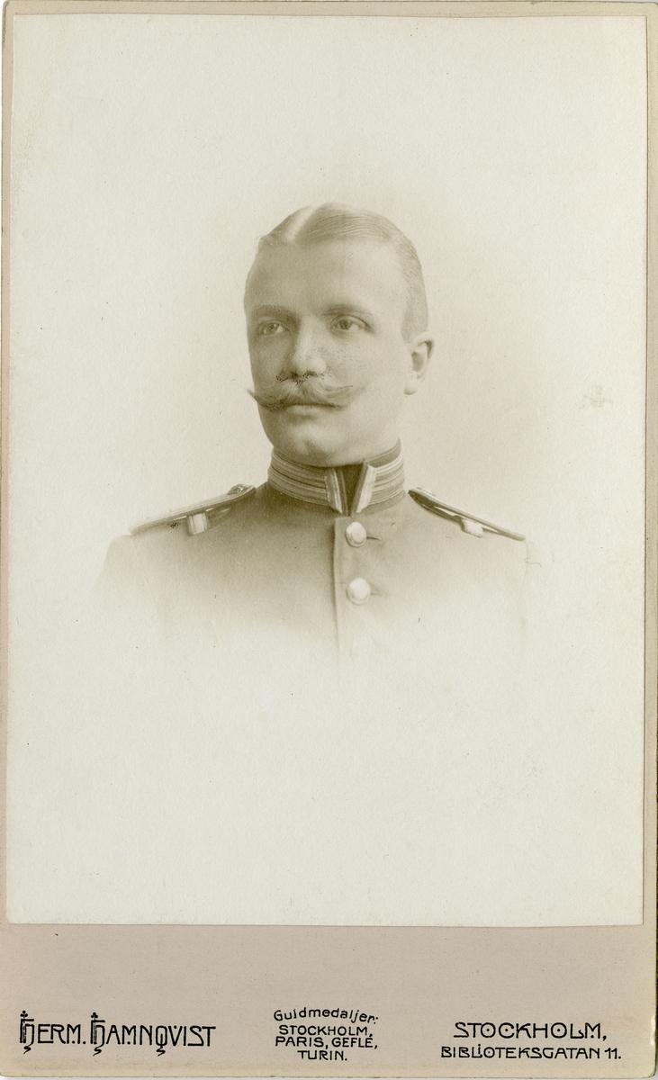 Porträtt av Seth Axel Thuresson, löjtnant vid Södermanlands regemente I 10. Se även AMA.0009104.