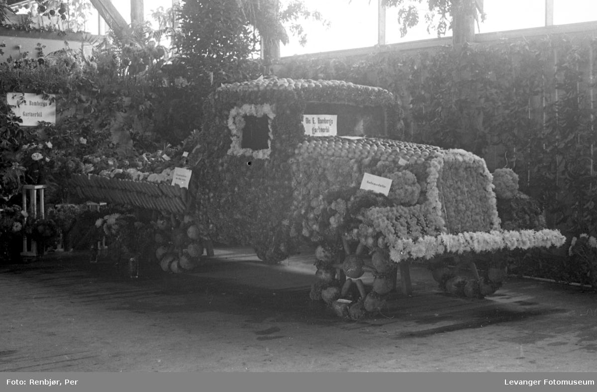 Fra utstillingen om høsten under byjubileet i 1936, Ole E. Bambergs gartnerbil.