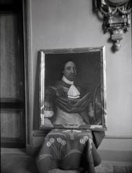 Porträtt av ättens anfader Peder Michelsson. Målning av E va