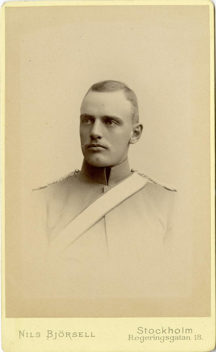 Porträtt av okänd officer vid Livgadets dragoner K 1.
